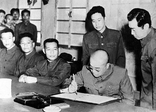 Thời hoàng kim: Bành Đức Hoài ký thỏa thuận đình chiến trong chiến tranh Triều Tiên 1953